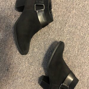 Shoes - Black booties